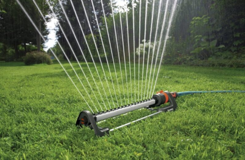 Choosing the Best Oscillating Sprinkler for Watering Your Lawn